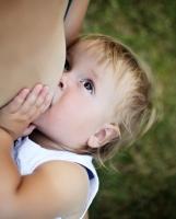Una madre resfriada o con gripe, ¿puede amamantar a su bebé?