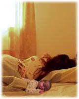 Lo que debes tener en cuanta al practicar el colecho con un recién nacido