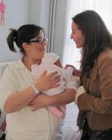 Ministra Schmidt se reunió con temporeras para explicar beneficios del nuevo Postnatal