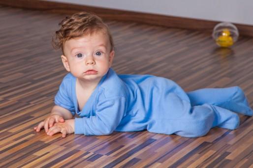 Cómo mantener el cabello rubio del bebé