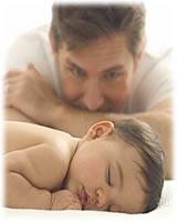 papa cuida bebe