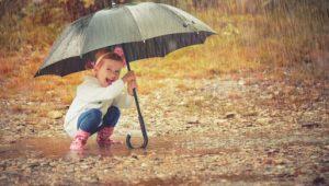 entretener al niño cuando llueve