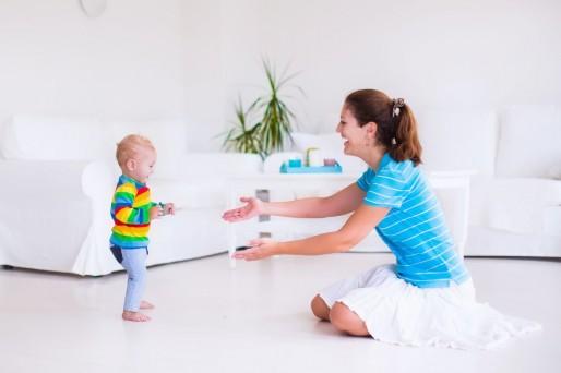 Estimular al bebé a pararse, gatear y sentarse ¿qué hacer?