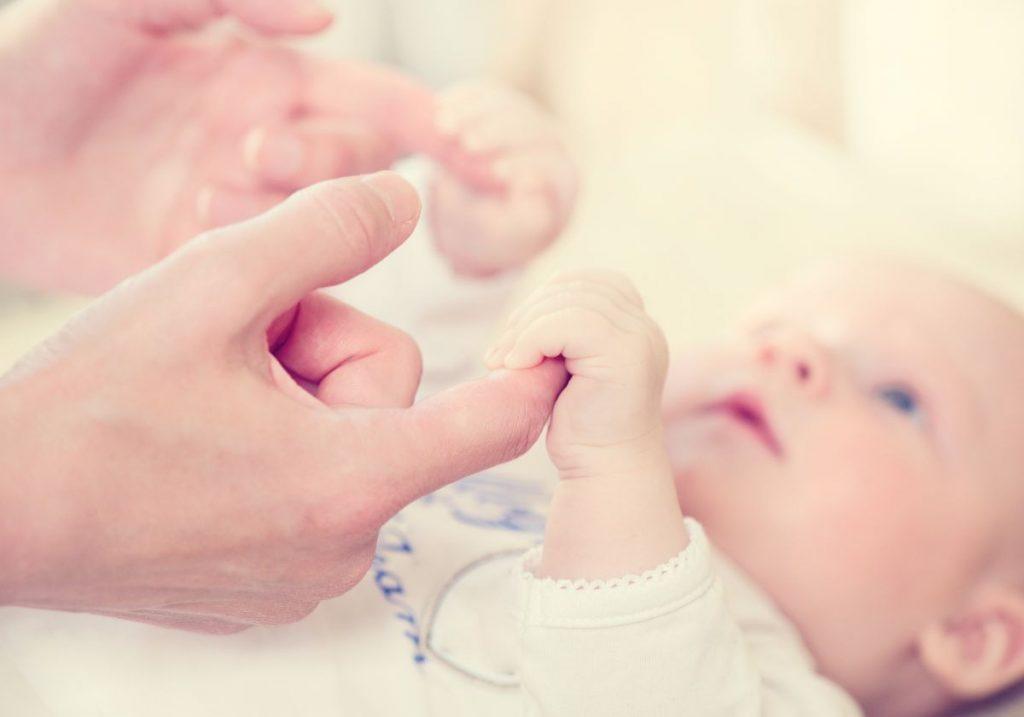 Reflejos primarios y secundarios del recien nacido