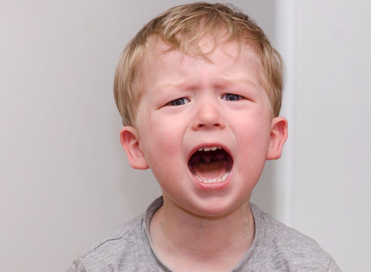 Comportamiento agresivo en los niños ¿qué deben hacer los padres?