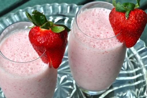 leche con frutilla