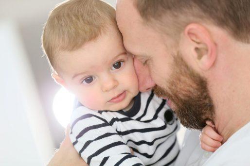 el niño rechaza a su padre