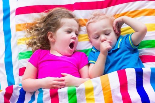 niños en la cama