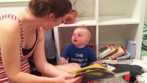 ¡El bebé que ama la lectura!