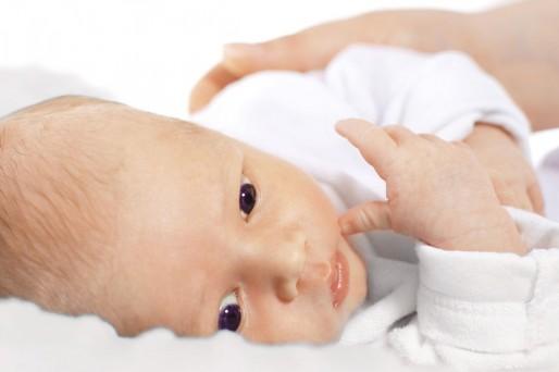 Recién nacido acostado- Mi bebé tiene una coloración amarilla