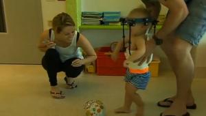 Médicos australianos logran unir la cabeza de un bebé a su cuello tras un accidente
