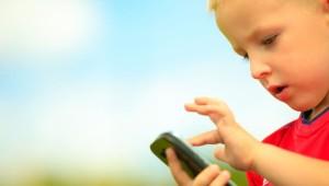Crean aplicación para que padres controlen contenidos en el celular de sus hijos pequeños