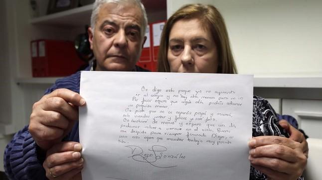 Foto  El Mundo   Javier Barbancho  19 01 2016  Madrid  Comunidad de Madrid  Carmen Gonzalez y Manuel Gonzalez  un nino de Leganes  Diego Gonzalez se suicida