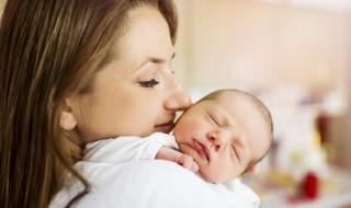 madre con bebé. tener hijos a los 40