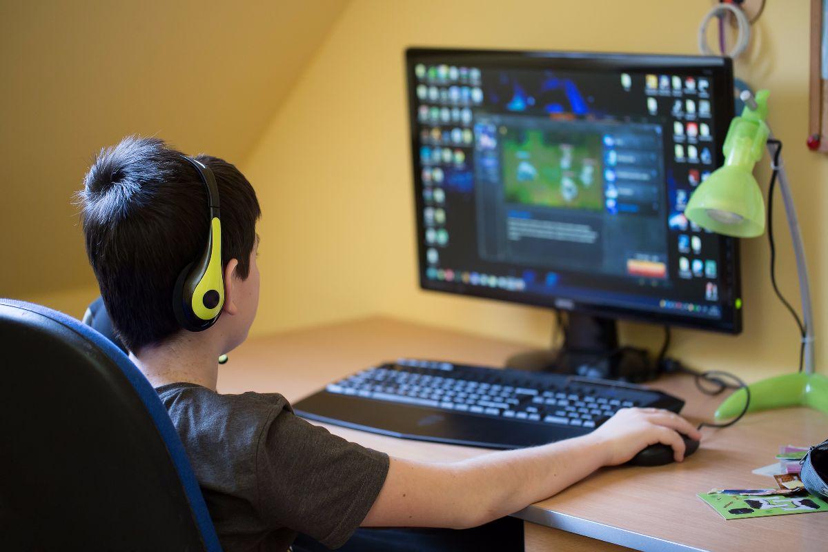 niño computador