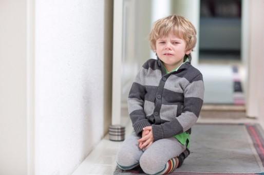 Niño sentado- Gastroenteritis en niños