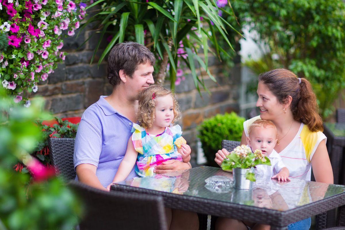 Familia compartiendo lindos momentos