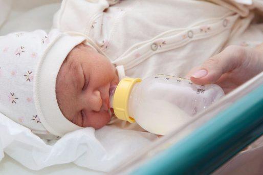 Preparar de forma correcta el biberón evitará que tu bebé tenga problemas estomacales.
