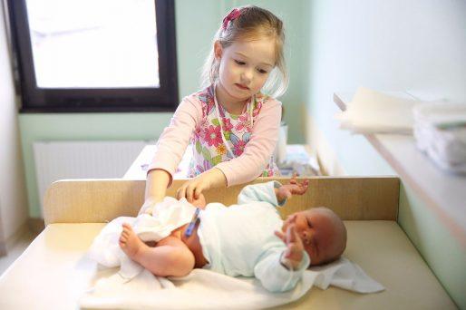 como ayudar a tu hijo a cuidar de su hermano