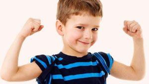 Niño sonriendo- Mi hijo repite lo que le pregunto y no contesta: ¿Es normal?