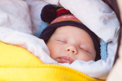 Bebé abrigado-Cómo cuidar a tu bebé durante el invierno