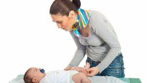 Bebé acostado-¿Es normal que las deposiciones de mi bebé sean líquidas?
