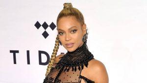 Beyoncé criticada por foto que publicó tomando vino; dicen que no debería beber si está dando pecho