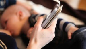 usar el celular mientras amamantas