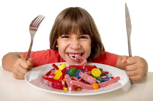 Qué cantidad de azúcar diaria debe consumir el niño