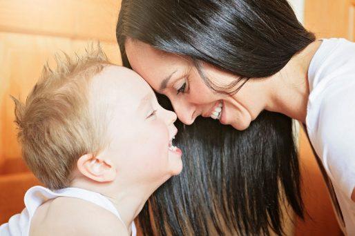Qué causa el olor del bebé en la madre