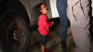 Soy la madre inmigrante a la que le arrancaron a su hijo de los brazos para enjaularlo
