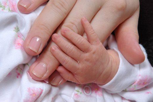 uñas azules tras el parto