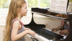 Beneficios que trae a los niños estudiar música