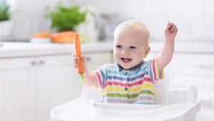 Lo peligroso de dar sólidos al bebé antes de los 6 meses