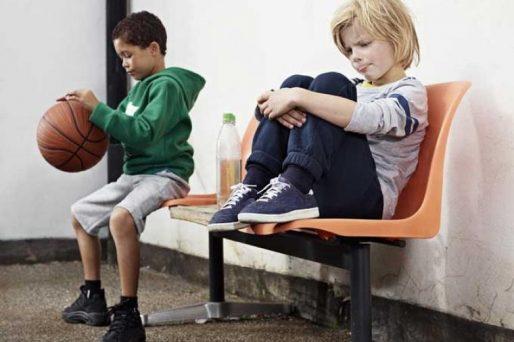 cómo ayudar a un niño que se siente solo