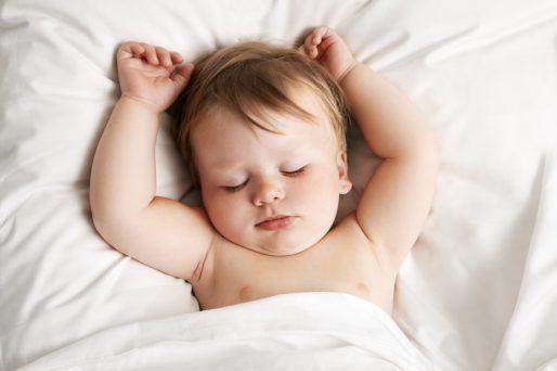 al bebé le cuesta dormir