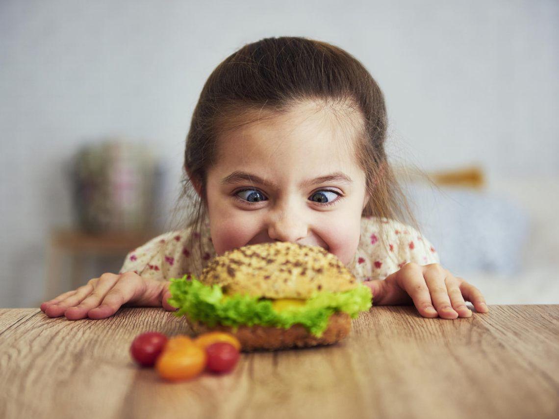 ¿Pueden los niños comer comida rápida?